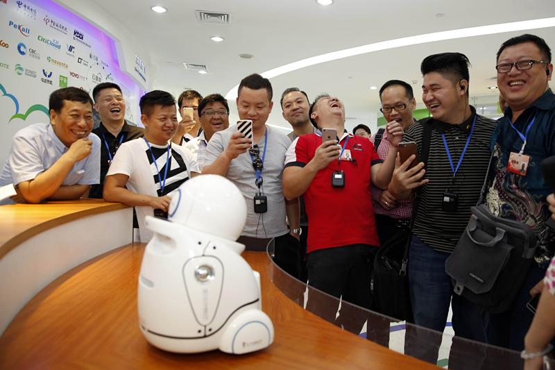 当中国家长忙着送娃出国 新生代海外华人用暑假回中国寻根
