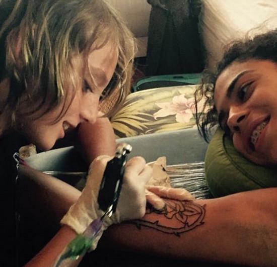 巴拿马12岁男孩痴迷纹身艺术 技艺获众人称赞