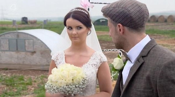 英男子租50只猪为爱妻举办婚礼 引众人吐槽