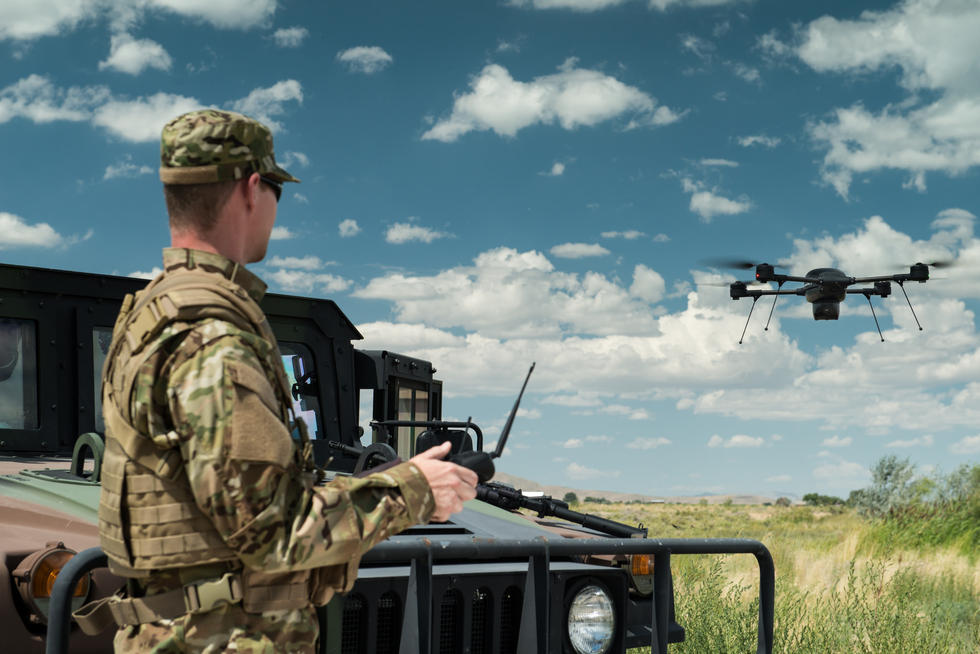 美军禁用中国产无人机引争议 美军在担心什么?