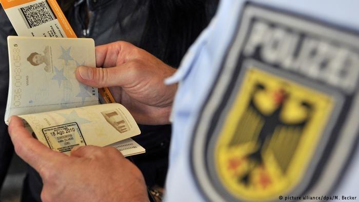 巴伐利亚内政部长要求联邦赋予全部警察随机搜身权