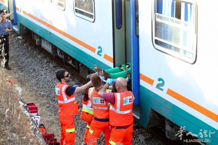 (视频)意大利南部Lecce省两列火车迎面相撞 15人受伤