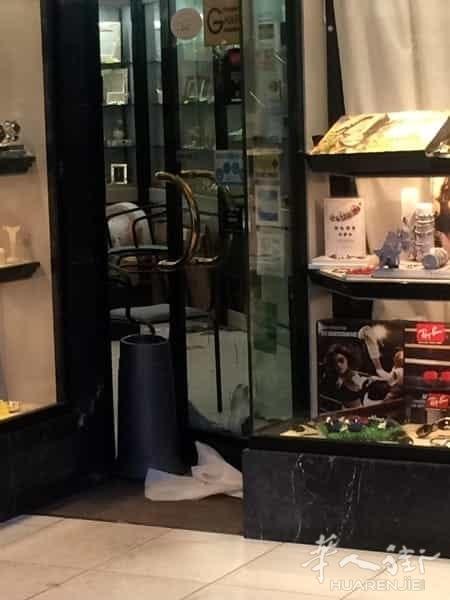 (组图)比萨一名珠宝店老板将抢劫的匪徒枪杀身亡