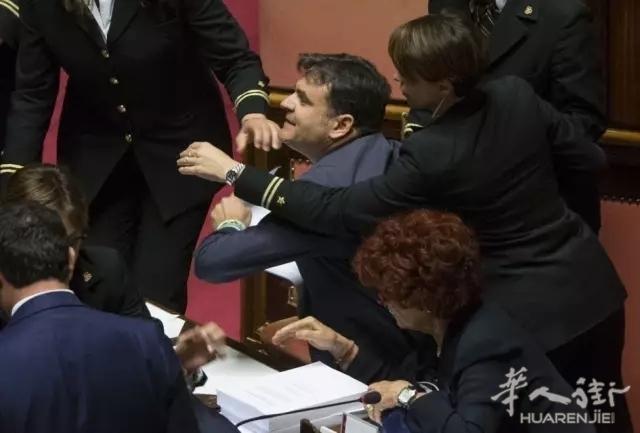 """意大利人为""""落地国籍""""撕起来了: 打架、脏话、上手撕! ..."""
