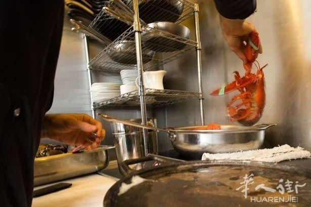 意大利餐厅老板把龙虾放在冰上, 结果被罚款1万5