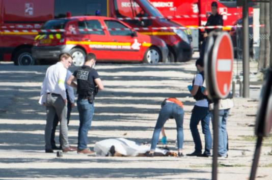 巴黎香街再遭恐袭,政府反恐机制存漏洞