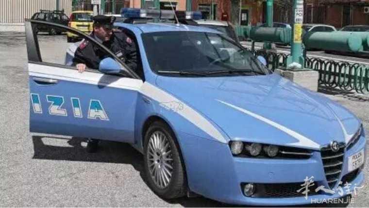 那不勒斯警察抓悍匪,反被60名市民揍!