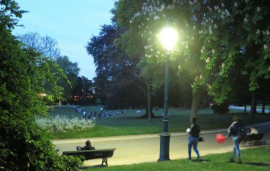 约不约?巴黎16个公园七月起24小时开放