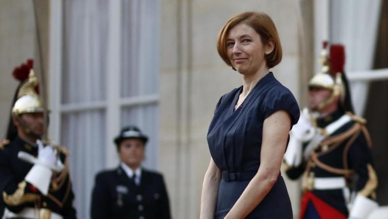 法国改组政府 国防和司法部长均为女性