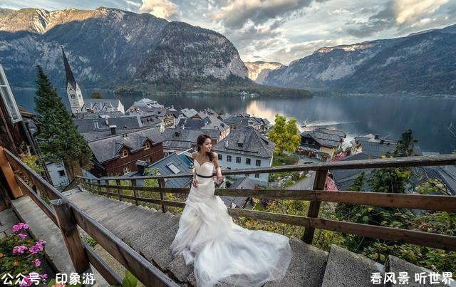 奥地利最美小镇 小到坟墓排队用,中国花60亿复制