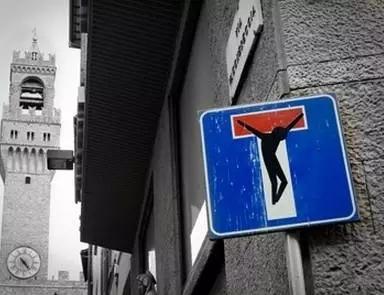 专跟路牌过不去的街头艺术家Clet Abraham又来了!