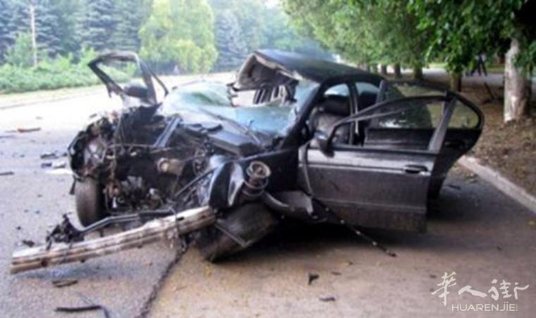 (视频)乌克兰2名美女网红直播酒驾 撞车身亡