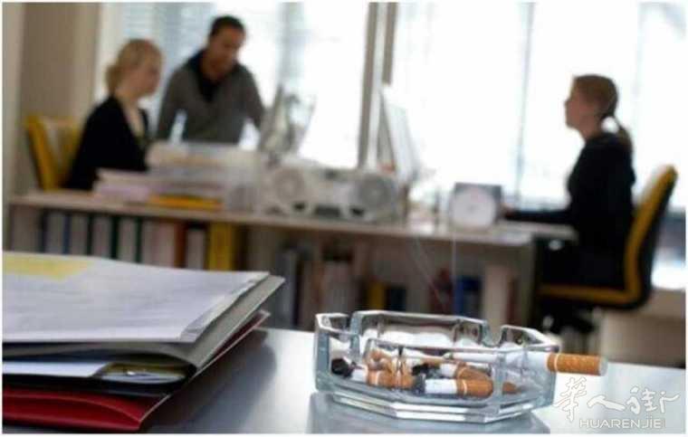 意大利女子被迫在办公室吸二手烟20年, 最终死亡!