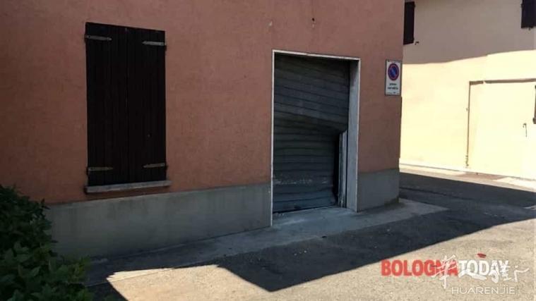 Bologna省一华人酒吧被盗贼用车撞门爆窃