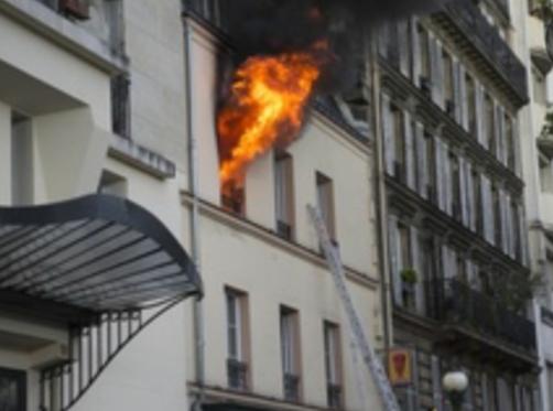 巴黎现公寓火灾,1死11伤,含4名儿童