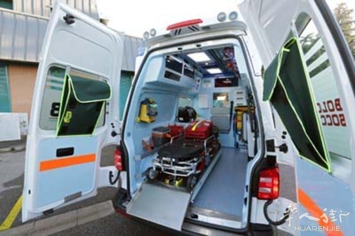 意大利南部巴里一75岁老人在家里死了两年后尸体才被发现