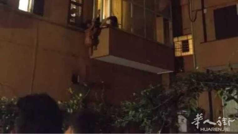 罗马女大学生援交受虐待,爬窗户逃走!