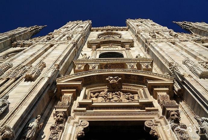 你知道米兰DUOMO大教堂有几个雕像?几个塔尖?