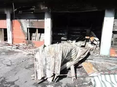 罗马一华商新店开业当晚就被纵火,烧个精光