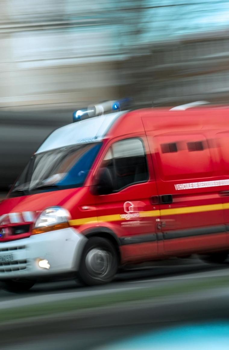 法国多名青少年在游乐中心遭雷击