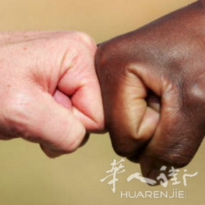 肤色是不能改变的,意大利籍加纳少年参加歌唱比赛被拒绝