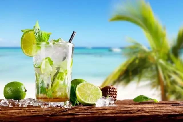 夏日海滩饮酒请谨慎:非法售卖的鸡尾酒细菌含量超标