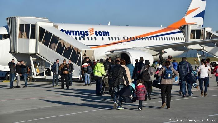 超过200架次遣返难民航班因飞行员拒绝起飞无法出发