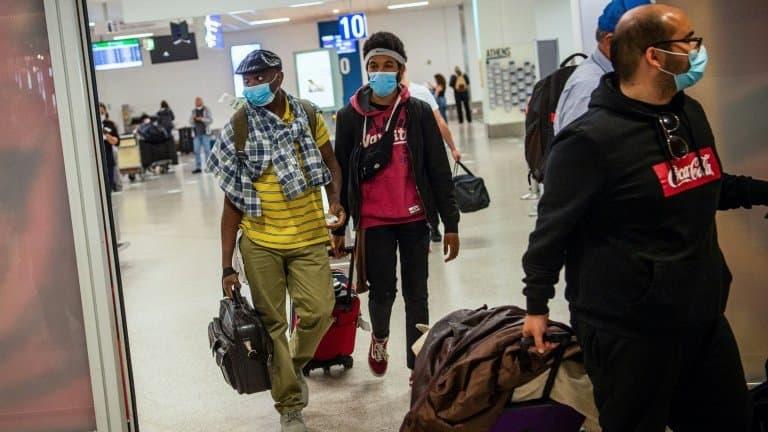 Des-passagers-arrivent-a-laeroport-dAthenes-le-15-juin-2020-364338.jpeg