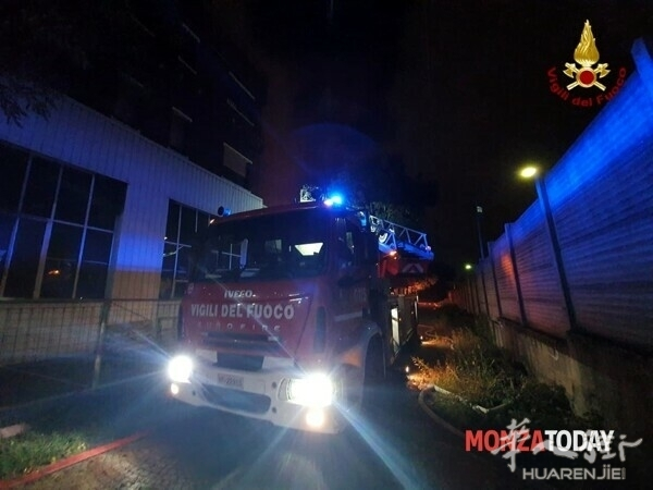 Incendio a Monza i soccorsi 2.jpg