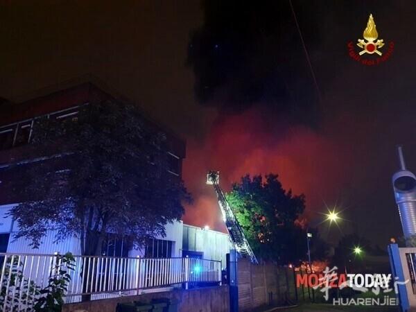 Incendio a Monza i soccorsi.jpg
