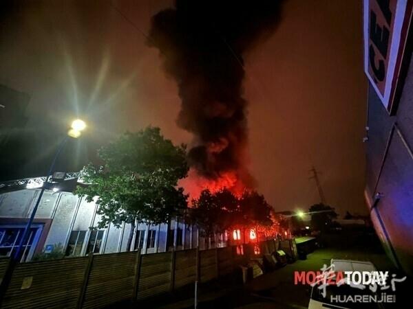 Monza incendio capannone mascherine (Foto Bennati).jpg