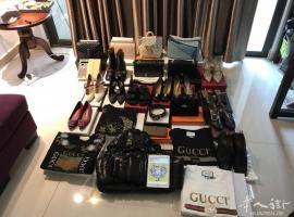 出售各种潮牌奢侈品包包鞋子衣服首饰包售后包邮包税包清关!!!只要你有图我就有货