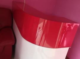 三张按摩床桂台沙发vasca一个三角形的一个长方形的