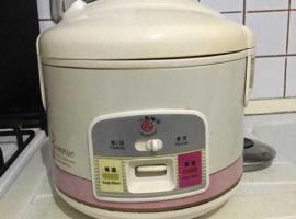 闲置物品,有个电饭锅转让,有需要请联系339260