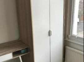 马德里,95新!50欧出一个很漂亮的宜家小衣柜。IKEA