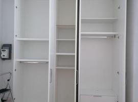 8成新柜子转让 质量很好 因尺寸太高放不下 290乘以233