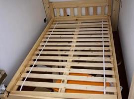 出售全实木1.2米床.可以拆卸.普通私家车就能运走