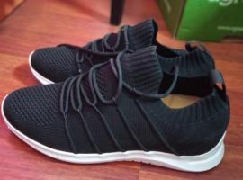 41号鞋子 中国刚刚带出来 自己穿太小了 12快一双  都拿走45 喜欢联系 6