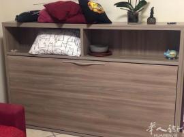 出售九成新一张单人床柜,和二个鞋柜