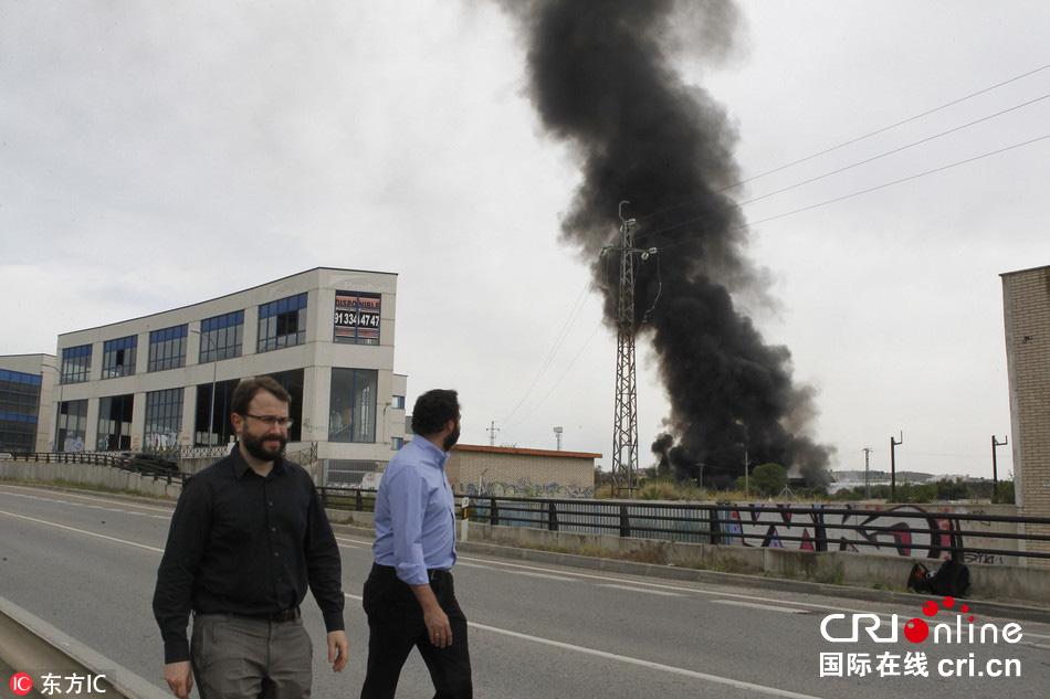 西班牙一油库发生爆炸致15人受伤 附近学校疏散