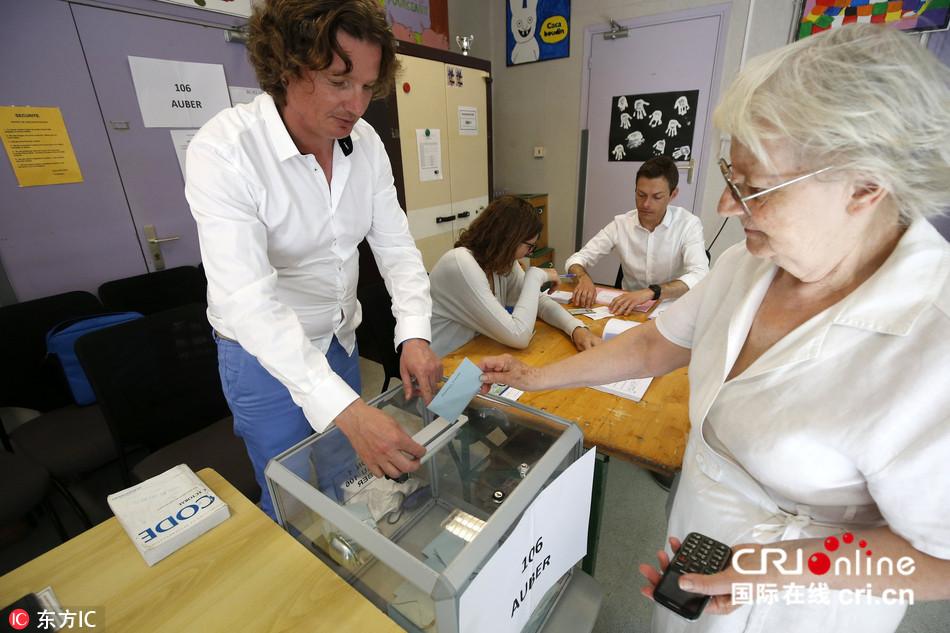 法国国民议会选举举行第一轮投票