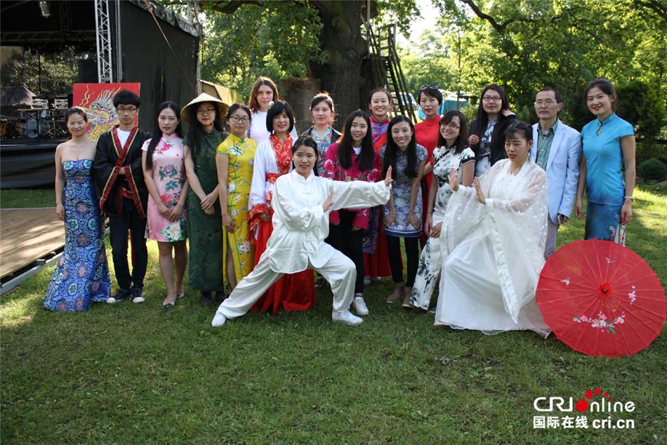 波兰弗罗茨瓦夫大学孔子学院文化活动走近当地企业职工