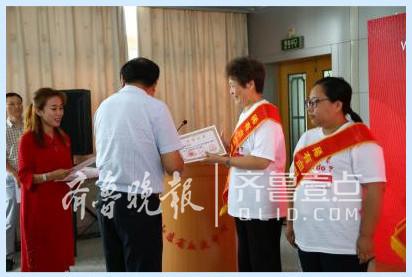 女工程师15年献血8000毫升 被赞移动熊猫血库