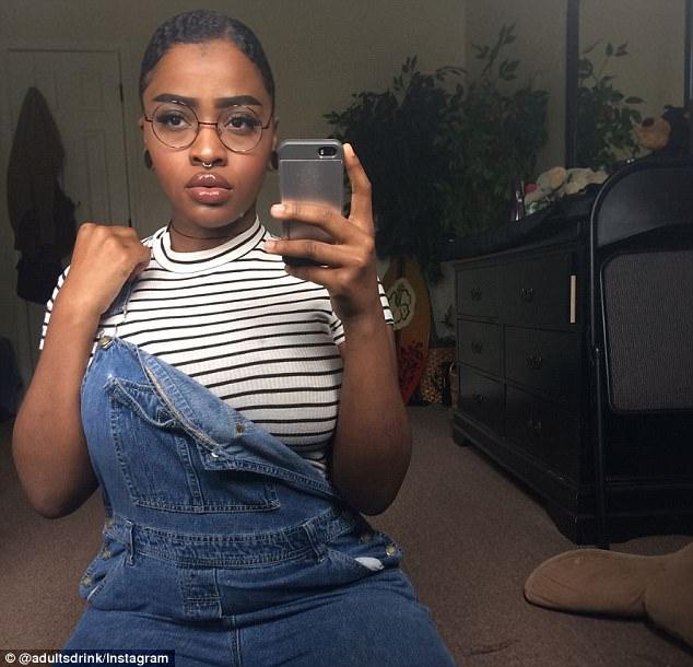 美19岁黑人女孩自信晒丰唇挑战偏见获赞无数