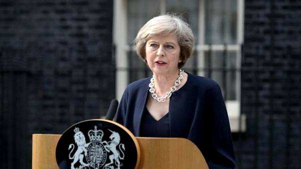 伦敦公寓楼火灾原因不明 英国首相下令彻查