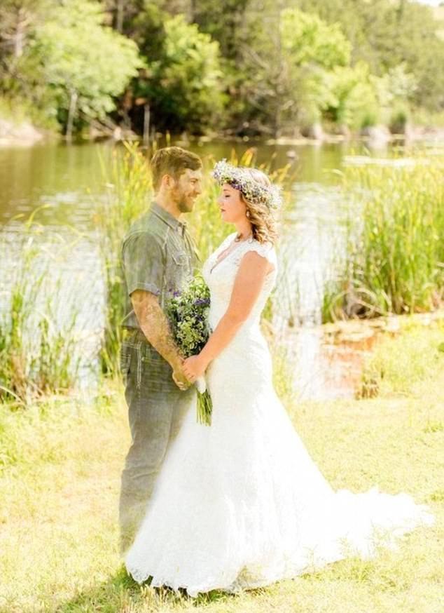 美女子用软件合成婚纱照纪念已故未婚夫