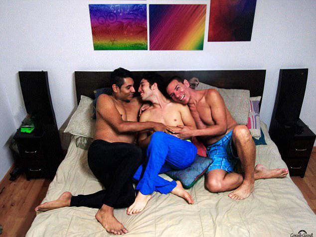 哥伦比亚首个三男同性婚姻家庭得到法律认可