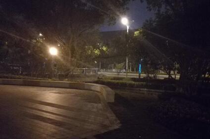 南京篮球场也遭大妈霸占 惊动警方前来调解