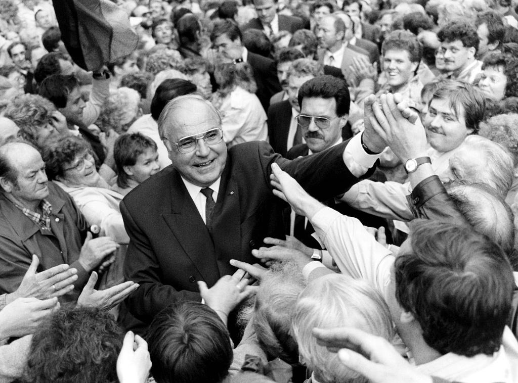 德国前总理科尔逝世 见证德国统一
