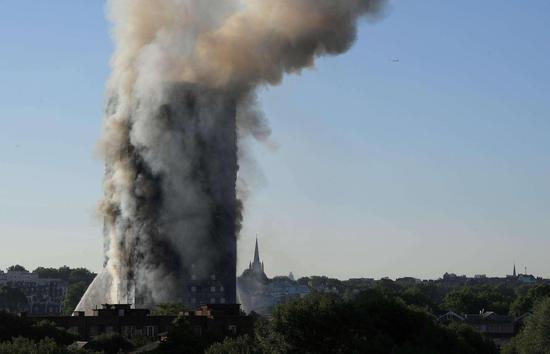 伦敦火灾死亡人数升至30人 警方展开刑事调查